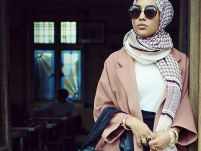 HM-hijab-model-landscape